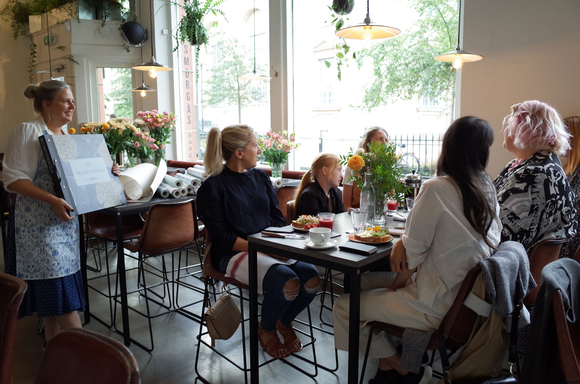 tapetfrukost-blomstermåla-smörgåsbaren-hanna-wendelbo-lansering-midbec