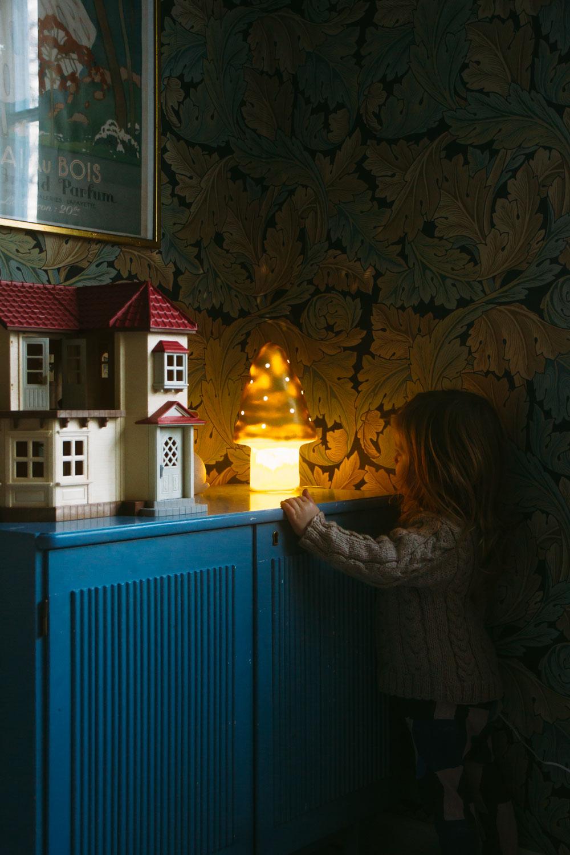belysning som sätter stämningen barnrum midbec tapeter