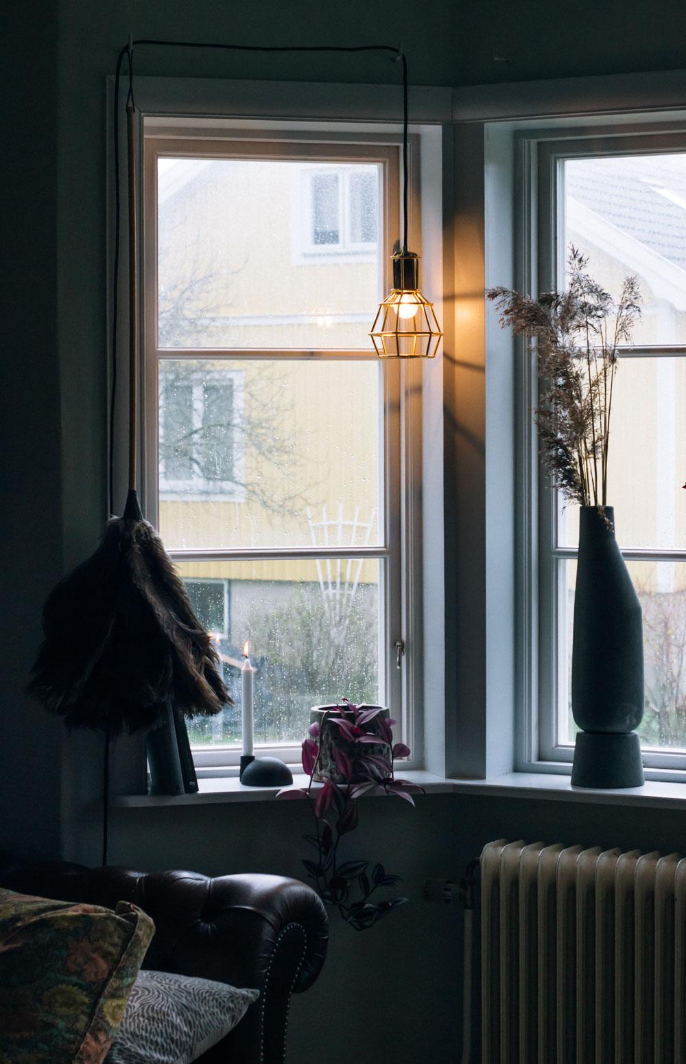belysning som sätter stämningen fönsterlampa midbec tapeter