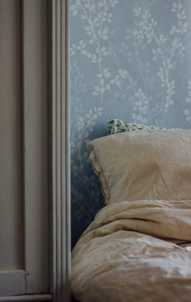 blå tapet sovrum midbec tapeter