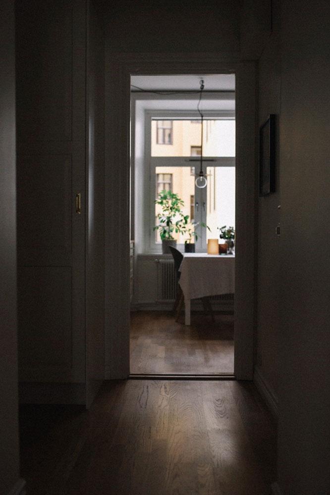 hemma-hos-sekelskiftestvåa-kök-midbec-tapeter