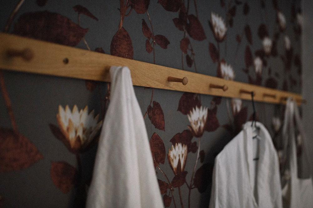 hemma-hos-sekelskiftestvåa-sovrum-misuto-midbec-tapeter