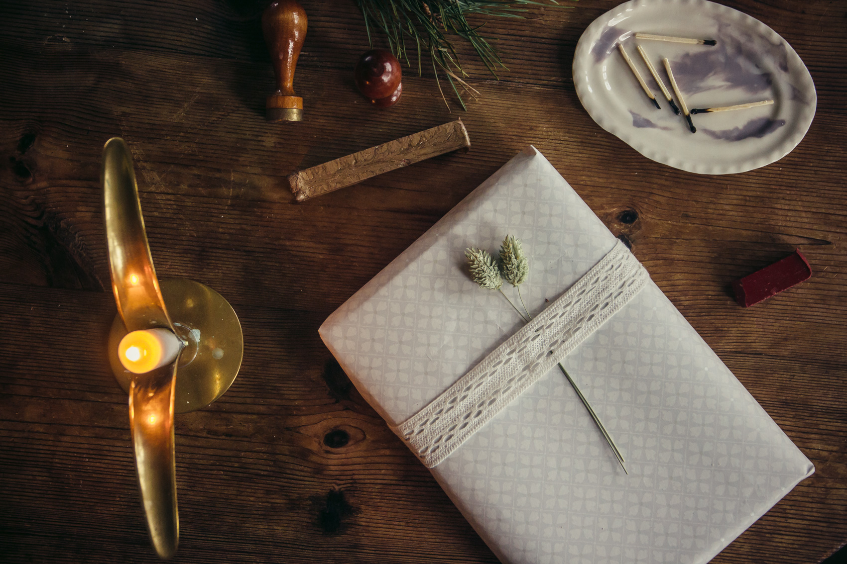 paketinslagning julklapp evert midbec tapeter
